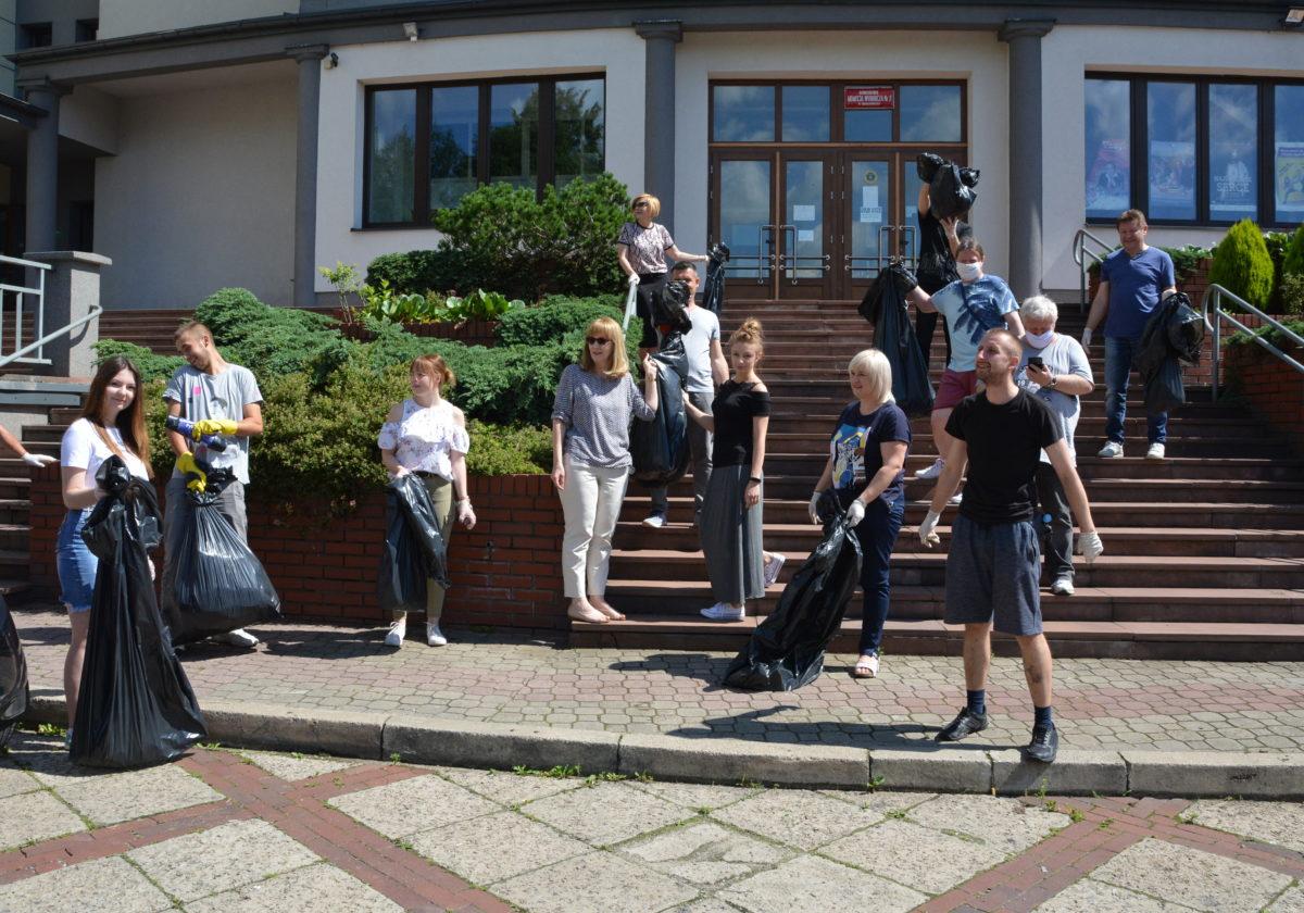 pracownicy Parku Kultury po sprzątaniu